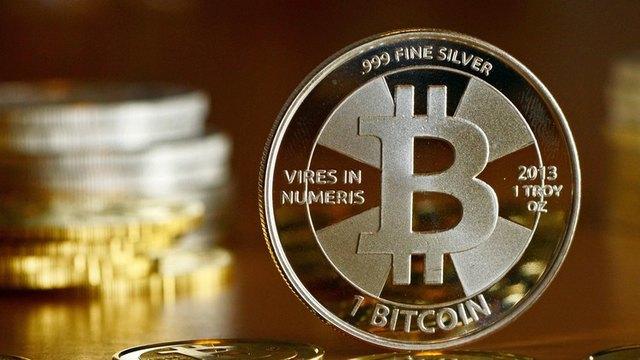 rceni-bitcoin-superara-50.000-dolares
