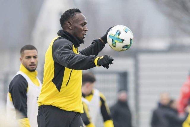 RCENI-El atleta Bolt brilla en la práctica del Borussia