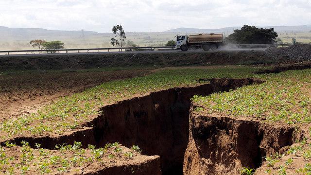 rceni-aparece - grita- enorme-en-kenia-se-esta-dividiendo-el-continente-de-africa