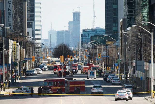 RCENI-Vehículo embistió a decenas de personas en Toronto
