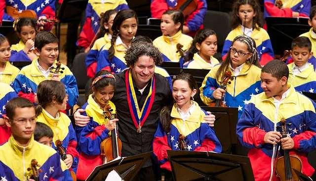 rceni_sistema_de-orquestas_de_venezuela_homenaje_jose_antonio-abreu