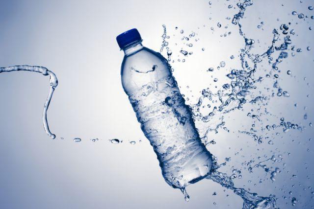 rceni -agua embotellada en plástico -estudio -preocupante