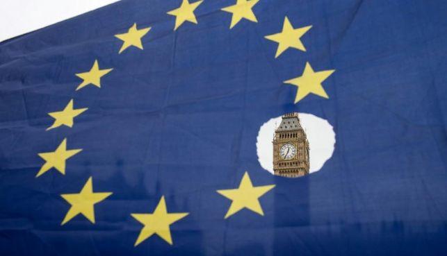 rceni - Reina Isabel II -firma-salida-de Europa-