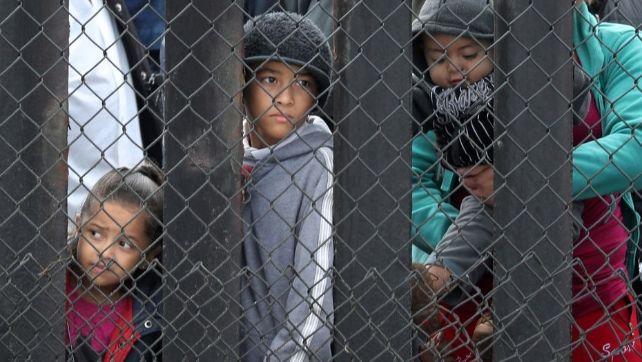RCENI - gobierno de d.trump -solo-a-reunido-4-niños-de-3.000-con sus padres.