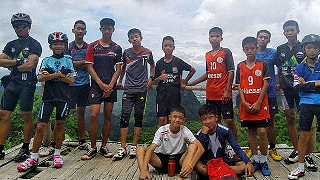 rceni - Real Madrid y Barcelona -invitan-a-los-niños-de-Tailandia-a-sus-estadios-