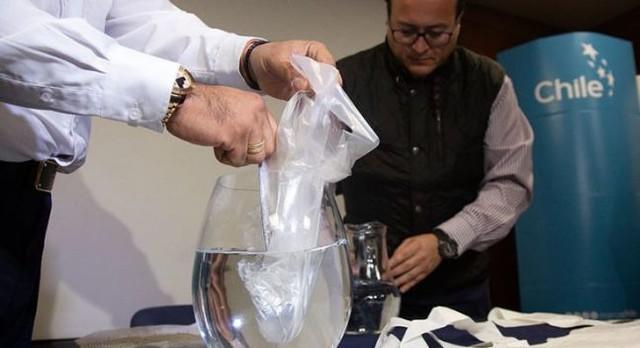 rceni - bolsas de plásticos solubles- en -agua- que- no- contaminan-crean-en-Chile -