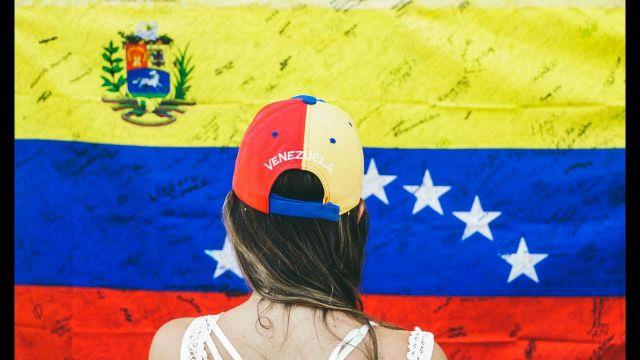 rceni -emigrar de Venezuela-costos-tarifas-y-consejos-
