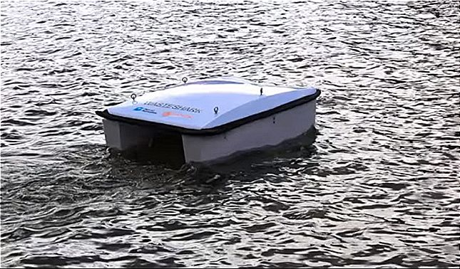 rceni - Waste Shark -el- drone-que -limpia- el- mar -de -la- basura- flotante-