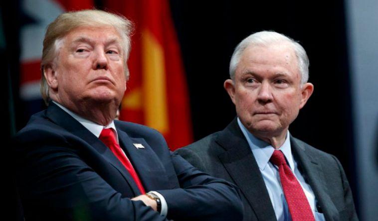Renuncio o lo despidieron al fiscal general de EE.UU. Jeff Sessions