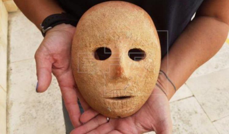 Máscara de piedra de 9.000 años de antigüedad en Cisjordania es descubierta