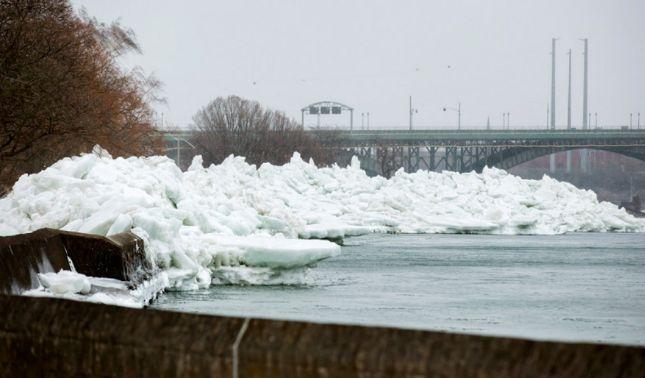 rceni - Tsunami de hielo - azota- las -costas -de -un -Gran -Lago -entre -USA- y -Canadá -