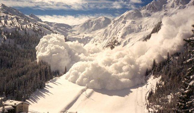 rceni - Avalancha de nieve - se- traga-una -aldea -en- la -India -Video-