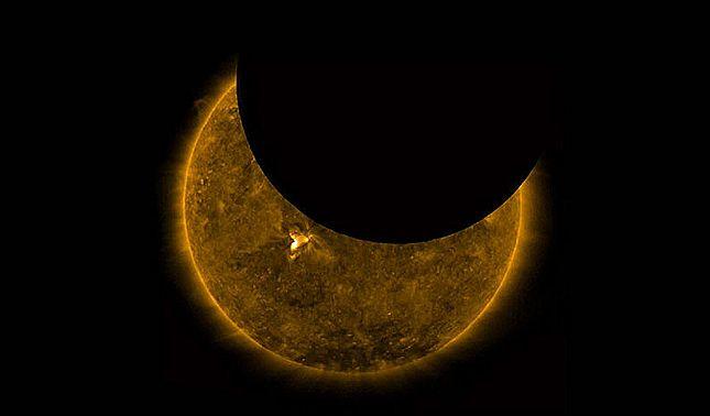 rceni - La luna movimiento inusual - y- raro -es- captado- por- la -NASA -