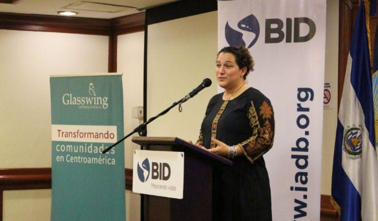 BID entrega premio a Glasswing International por proyecto de Escuelas Comunitarias