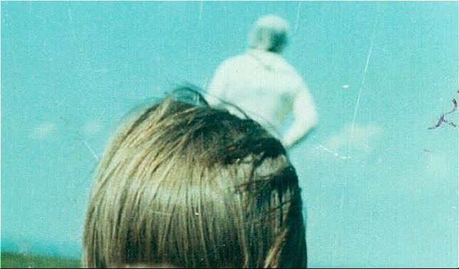 rceni - Astronauta de solway - su -estraña- aparacion- en -una- foto- de- una- niña-