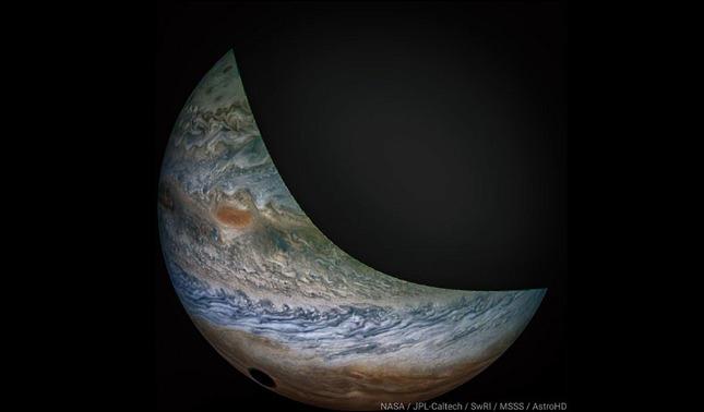 rceni - Eclipse lunar en Júpiter - es -captado -por- la -sonda- Juno -de- la -NASA-