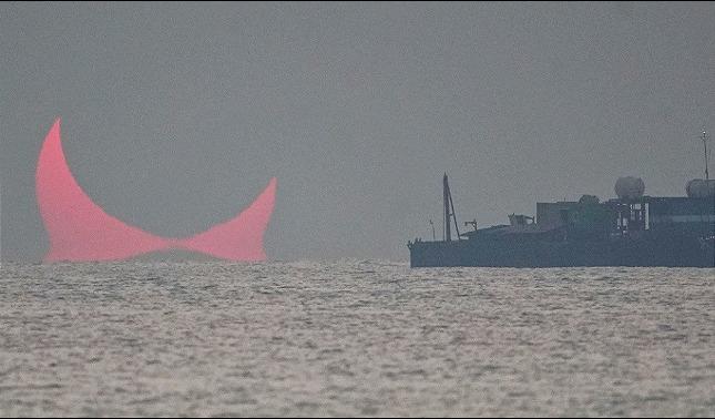 rceni - Dos cuernos -emergen - sobre -el -golfo -Pérsico- y -enloquecen- a -la- Red- FOTO-