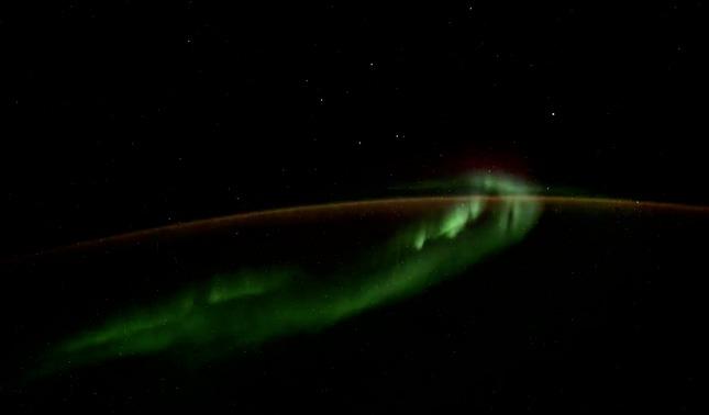 rceni - Objetos luminosos - son -captados- por -astronauta -en -la- estacion -espacial- int-