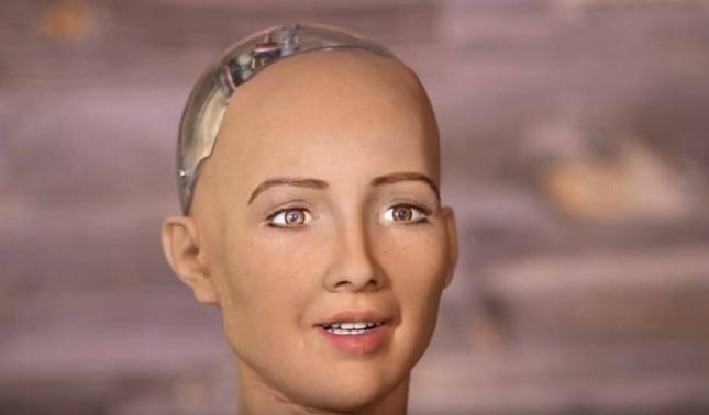 rceni - Robot Sofía - que -amenazo -a -los -humanos- se- producira- en -masa- este- 2021-
