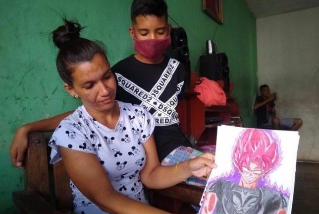 rceni - Samuel -el- niño- que -vende- dibujos -para -ayudar- a- su- mama- le- dan -una -beca-