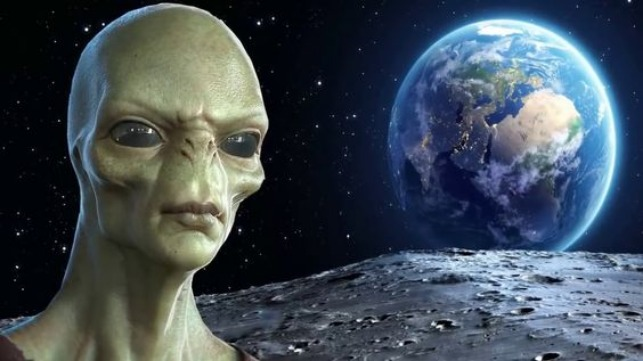 rceni - Extraterrestres -ex -piloto -de-la- cia -afirma- que- hay- millones -viviendo- en -la -luna-