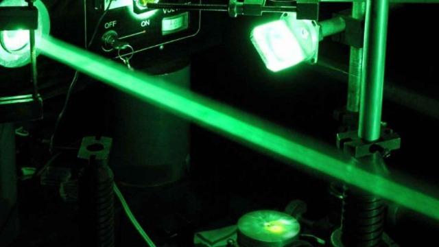 rceni - Pulso láser - más- intenso- de -la -historia- es-creado- la- luz- del- sol- en- 10- micras-